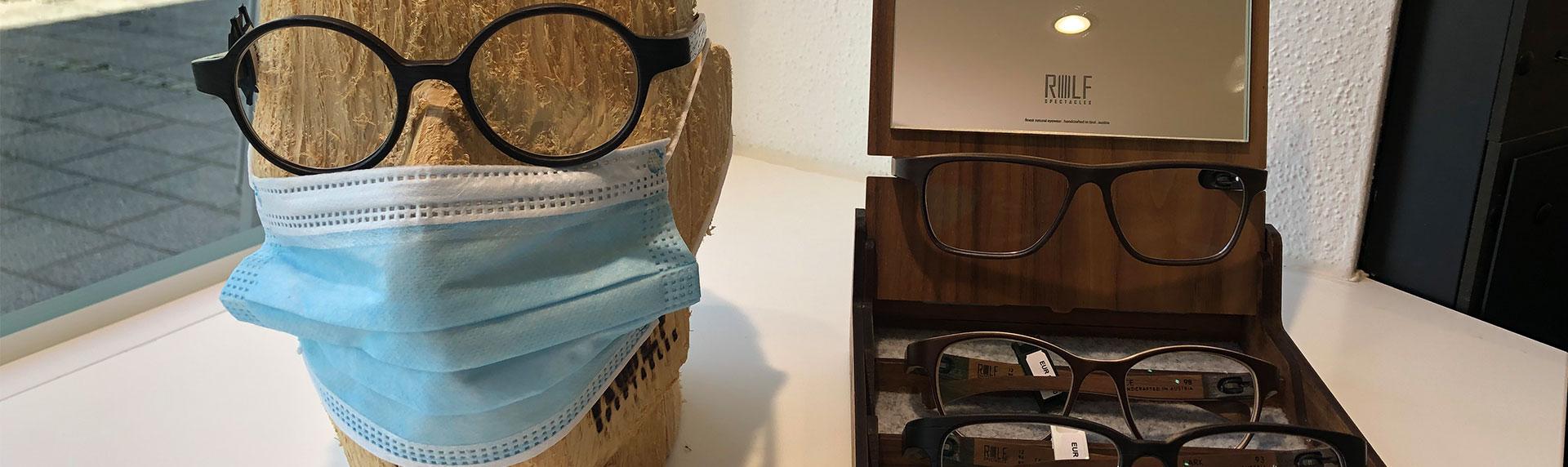 Brille von ROLF Spectacles und Kopf-Modell mit Maske
